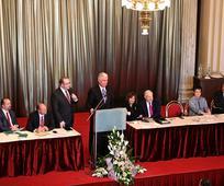 Predsjednik Dieter F. Uchtdorf predsjedavao je osnivanju prvog okola u Češkoj Republici